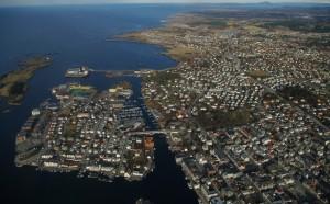 Haugesund, Hasseløy til venstre Killingøy bak. Foto:karlingestumo