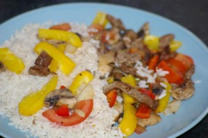 Strimlet kjøtt i form med grønnsaker